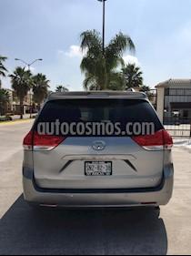 Foto venta Auto usado Toyota Sienna XLE 3.5L Piel (2011) color Plata precio $210,000