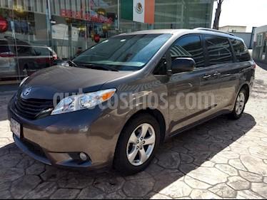 Foto venta Auto Seminuevo Toyota Sienna XLE 3.5L (2011) color Gris precio $240,000
