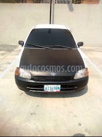 Foto venta carro usado Toyota Starlet Jazz M-T L4 1.4 16V (1999) color Blanco precio u$s1.200