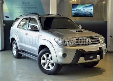 Toyota SW4 3.0 Cuero Aut usado (2011) color Gris Claro precio $1.155.000