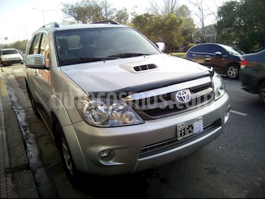 Foto Toyota SW4 SRV TDi usado (2005) color Gris Metalico precio $600.000
