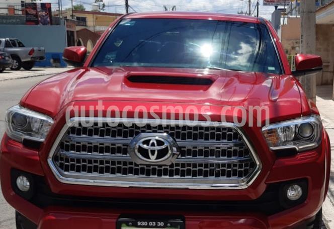 Toyota Tacoma TRD Sport usado (2017) color Rojo precio $480,000