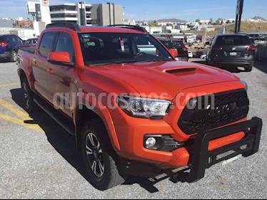 Foto Toyota Tacoma Edicion Especial 4x4  usado (2017) color Naranja precio $555,000