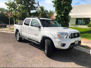 Toyota Tacoma SR5 usado (2015) color Blanco precio $380,000