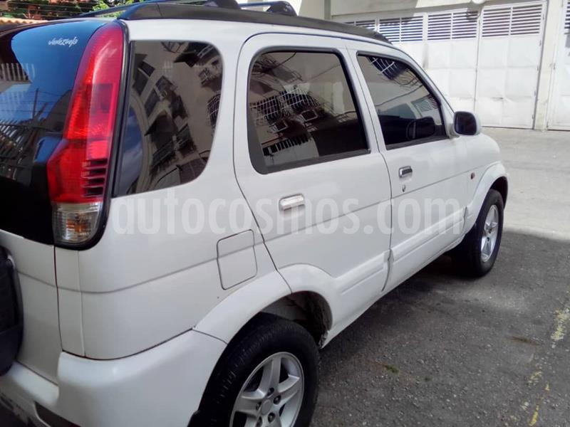 Toyota Terios LX Sinc. usado (2004) color Blanco precio BoF3.400
