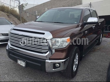 Toyota Tundra 4p Limited Doble V8/5.7 Aut 4x4 usado (2016) color Cafe precio $585,000