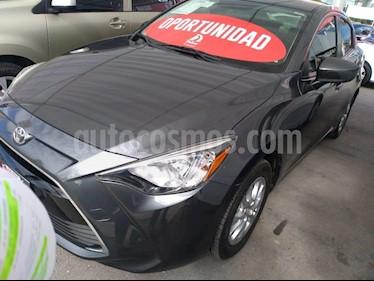 Foto venta Auto Seminuevo Toyota Yaris R LE Aut (2017) color Gris precio $199,000