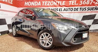 Toyota Yaris R LE Aut usado (2018) color Gris Metalico precio $212,000