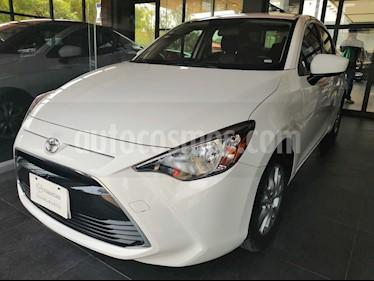 Foto venta Auto usado Toyota Yaris R LE (2016) color Blanco precio $183,000