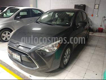 Foto Toyota Yaris R LE usado (2016) color Gris precio $177,000
