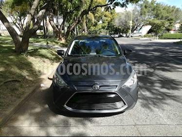 Foto venta Auto usado Toyota Yaris R LE (2016) color Gris precio $185,000
