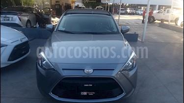 Foto venta Auto Seminuevo Toyota Yaris R LE (2016) color Plata precio $192,000