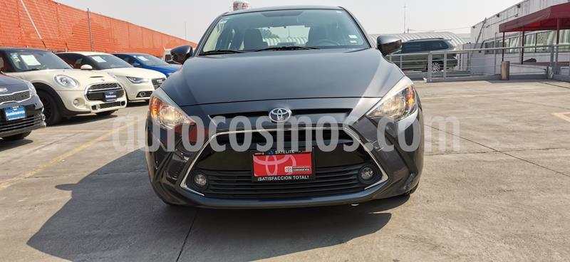 Toyota Yaris R XLE Aut usado (2017) color Gris Metalico precio $210,000