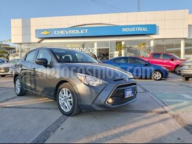 Toyota Yaris R LE Aut usado (2018) color Gris Metalico precio $239,000
