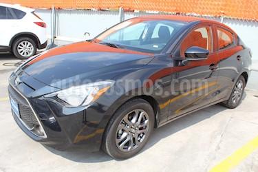 Toyota Yaris R XLE Aut usado (2019) color Negro precio $280,000