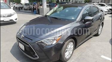 Toyota Yaris R XLE Aut usado (2017) color Gris precio $210,000