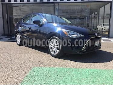 Toyota Yaris R XLE Aut usado (2018) color Azul precio $238,000