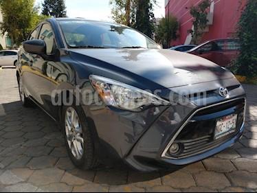 Toyota Yaris R XLE Aut usado (2018) color Gris Metalico precio $255,000