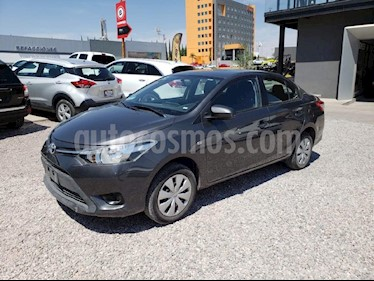 Foto venta Auto usado Toyota Yaris Sedan Core Aut (2017) color Plata precio $185,000
