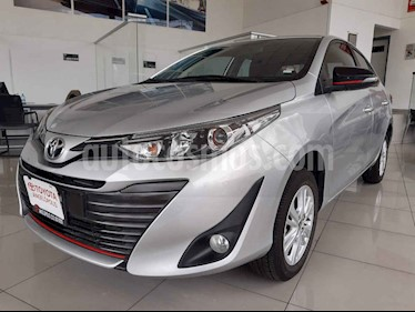 Foto Toyota Yaris Sedan S usado (2018) color Plata precio $240,000