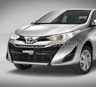 Toyota Yaris Sedan Core nuevo color Blanco precio $235,300