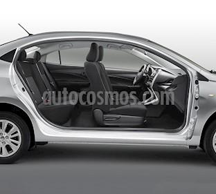 Foto Toyota Yaris Sedan Core Aut nuevo color Blanco precio $257,200