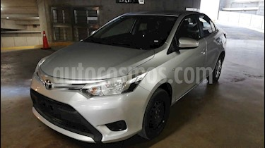 Toyota Yaris Sedan Core Aut usado (2017) color Plata precio $165,000