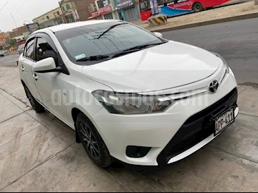 Toyota Yaris Sedan 1.3 usado (2016) color Blanco precio u$s4,600