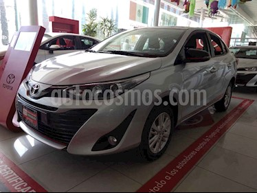Foto venta Auto usado Toyota Yaris Sedan S (2019) color Plata precio $235,000