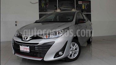 Foto Toyota Yaris Sedan S usado (2019) color Plata precio $235,000