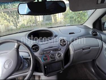 Toyota Yaris 1.5 XLi usado (2000) color Gris precio $2.500.000