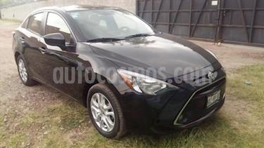 Foto venta Auto usado Toyota Yaris 4p Sedan R XLE L4/1.5 Aut (2017) color Negro precio $225,000