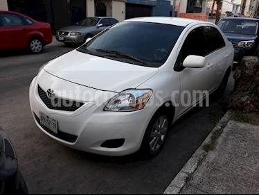 Toyota Yaris 5P 1.5L Core usado (2014) color Blanco precio $125,000
