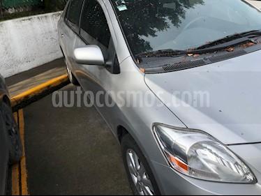 Foto Toyota Yaris 5P 1.5L Premium Aut usado (2015) color Plata precio $130,000
