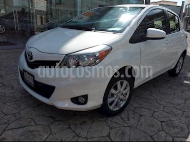 Foto venta Auto Seminuevo Toyota Yaris 5P 1.5L Premium (2014) color Blanco precio $162,000