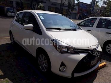 Foto venta Auto Seminuevo Toyota Yaris 5P 1.5L S Aut (2015) color Blanco