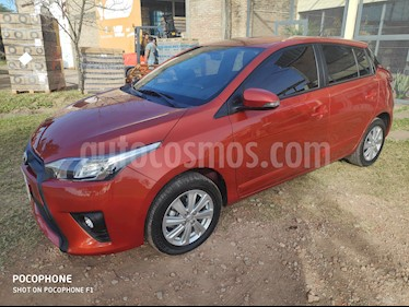 Toyota Yaris 1.5 S CVT usado (2016) color Naranja precio $880.000