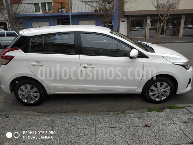 Toyota Yaris 1.5 CVT usado (2018) color Blanco precio $945.000