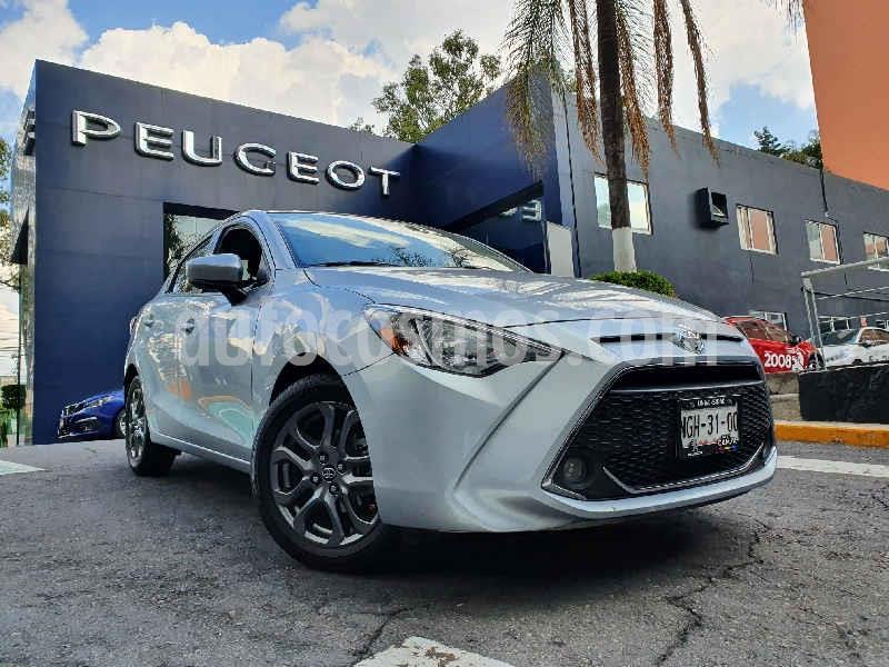 Toyota Yaris XLE Aut usado (2019) color Plata precio $242,900