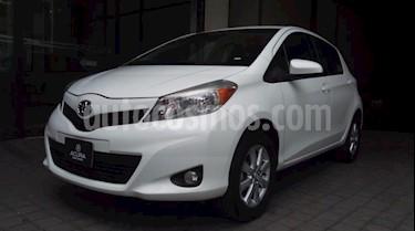 Toyota Yaris 5P HB PREMIUM AT A/AC. VE F. NIEBLA RA-15 (LINEA  usado (2014) color Blanco precio $145,000
