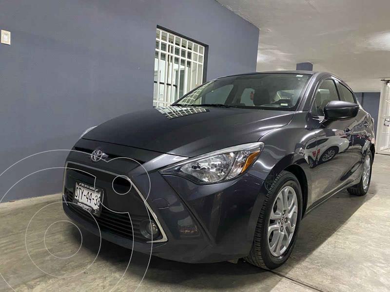Toyota Yaris XLE Aut usado (2017) color Gris precio $210,000