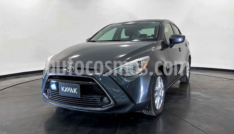 Toyota Yaris LE usado (2016) color Plata precio $204,999