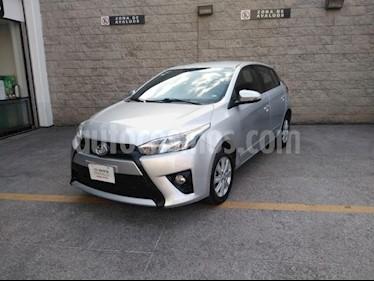 Toyota Yaris 5P HB SE AT A/AC. VE F. NIEBLA RA-15 usado (2017) color Plata precio $195,000