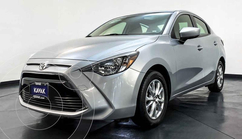 Toyota Yaris LE usado (2017) color Plata precio $197,999
