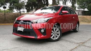 Toyota Yaris 5P HB SE TM5 A/AC. VE F. NIEBLA RA-15 usado (2017) color Rojo precio $188,000