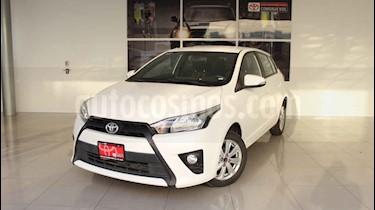 Toyota Yaris 5p Hatchback S L4/1.5 Aut usado (2017) color Blanco precio $200,000