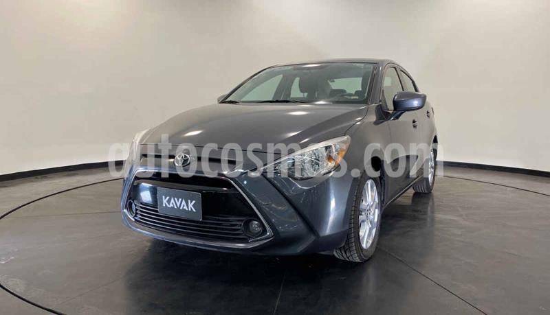 Toyota Yaris LE usado (2016) color Plata precio $199,999