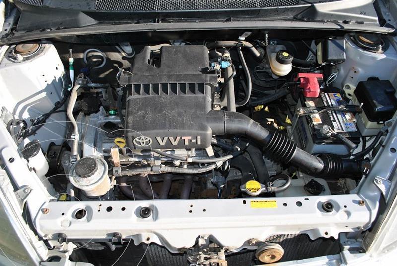 Toyota Yaris (Linea Sol) L4,1.3i,16v A 2 1 usado (2000) color Plata precio u$s2.500