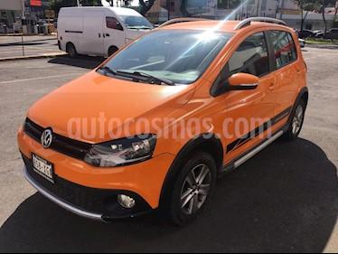 foto Volkswagen CrossFox 1.6L usado (2011) color Naranja Eléctrico precio $112,000