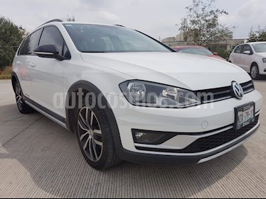 Foto Volkswagen CrossGolf 1.4L usado (2017) color Blanco precio $253,000